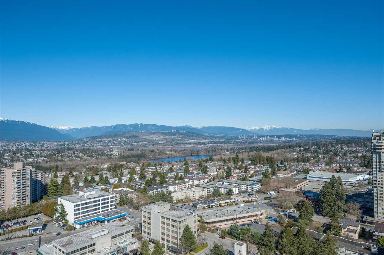 BRAND NEW (NEVER LIVED IN) Unit at the MET2 by CONCORD! Unbeatable location right across from Metrotown Mall & Bonsor Community Centre/Park! East Facing with amazing panoramic mountain, lake & city view, 2 separate bdrms w/Large closet, 2 full bath, Absolutely no wasted space. Featuring Central Air Conditioning, high-end European appliances, gas cooktop, quartz countertop and high quality engineer hardwood floor. 5-star amenities including 18 hours Concierge, indoor swimming pool, hot tub, bowling alley, fitness centre, media and lounge room. Close to Skytrain Station, Shopping Mall, restaurants and T&T Supermarket. Maywood Elementary and South Burnaby Secondary School catchments. Move-In anytime, Act Fast!