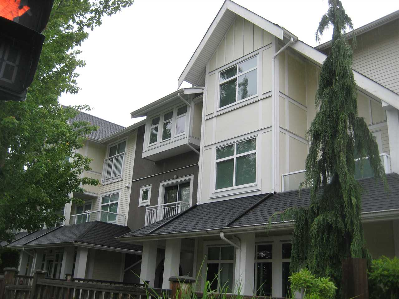 Junior 2 bedrooms well kept ground level unit. Located at the quiet side of the complex. Excellent location close to bus route to SFU, and recreation shopping all near by.. Open kitchen concept with good sized quartz counter kitchen island and breakfast bar. Insuite laundry and gas stove. Low strata fee include gas and hotwater. No rental restriction, great value for either more in or as investment tool. One parking stall and one locker included. Freshly painted and ready to move in. Don't miss this one.