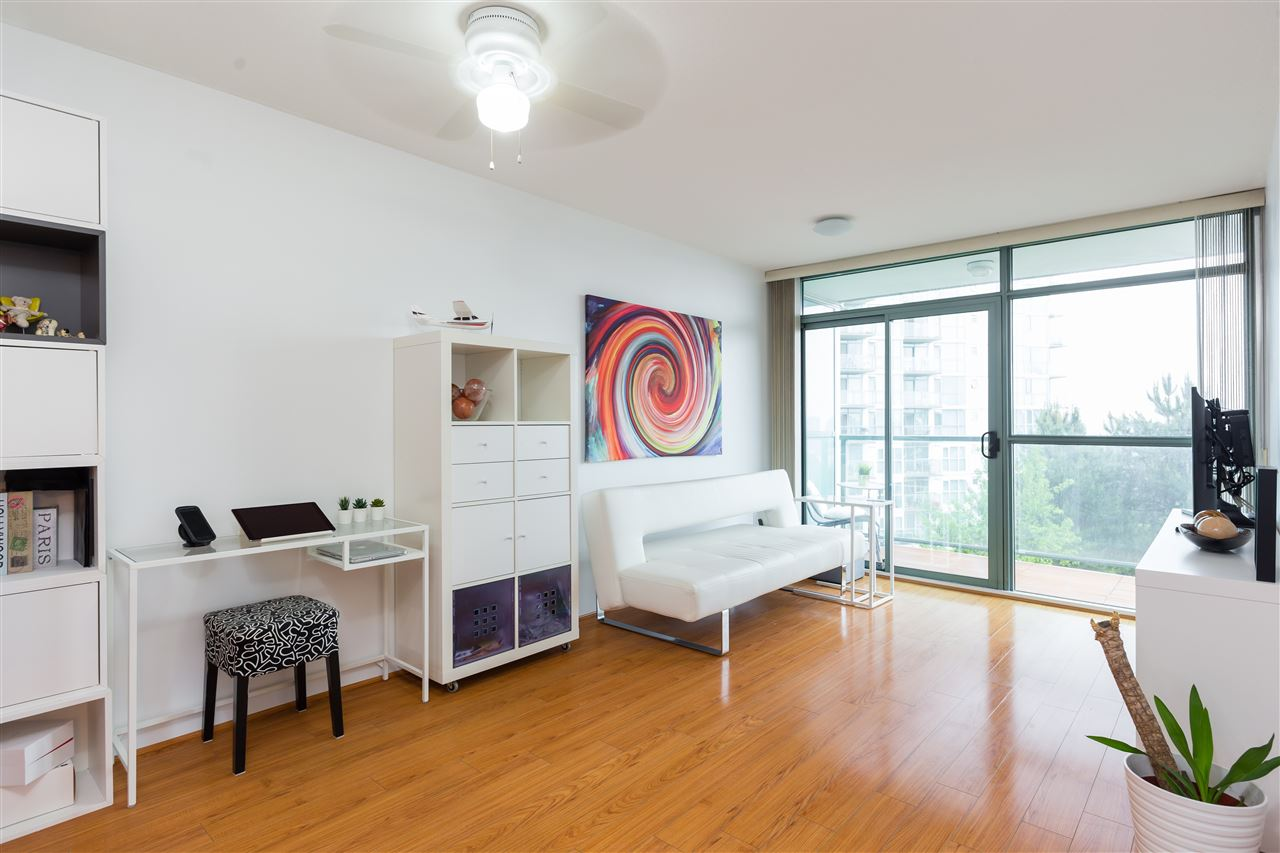 Welcome to River Dance at Chandlery place.  This super cute 1 bedroom unit is , South East facing of the Fraser River view.  With upgraded floors and newer paint this place is move in ready! With opportunities to make it your own.  1 parking, 1 locker.  Amenities: Ping pong table, gym and mini kitchen with entertainment space. OPEN HOUSE SAT JUNE 23rd, 1-3PM