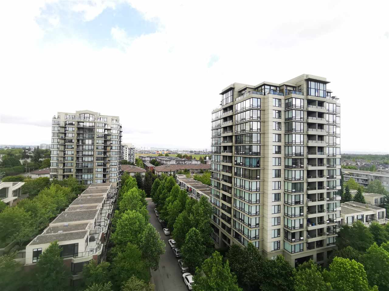 Monet by Concord Pacific. Prestigious and luxurious corner unit. NE facing remarkable views, quiet and convenient featuring 885 sqft of living space. 2 bed, 2 bath and den. Unit includes high quality finishing w/ euro appliances. most sought after location in the center of Richmond. Close to Richmond Center, school, daycare. Close to KPU. Beautiful mountain views and a very functional layout.