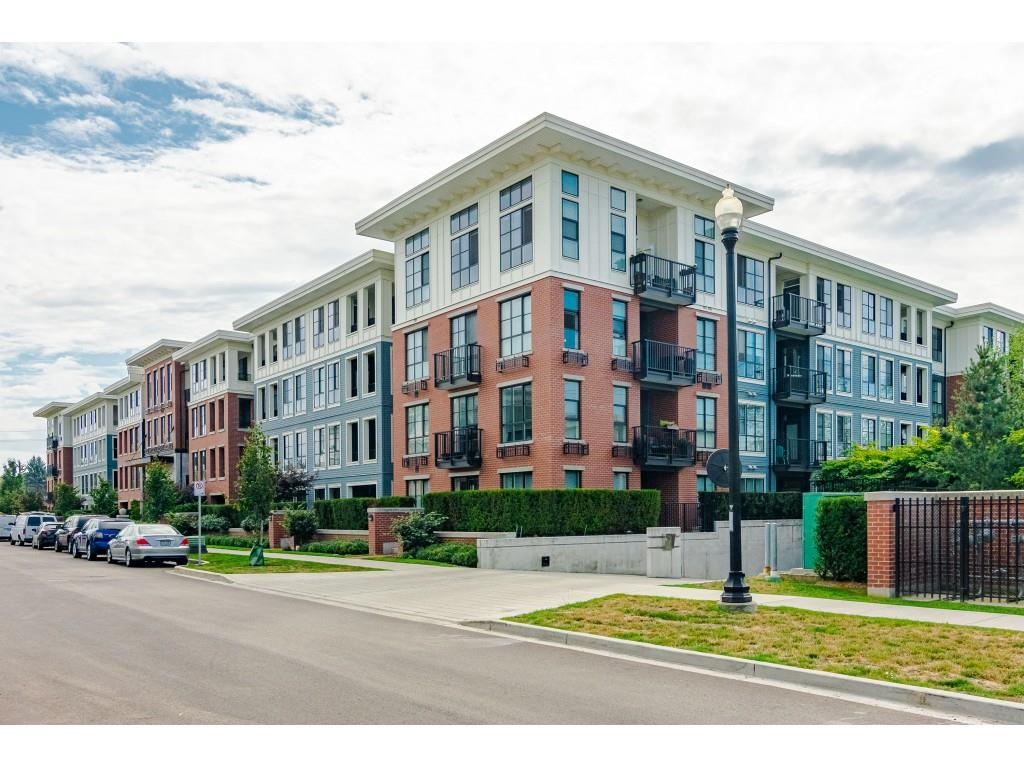 Ground floor unit facing inside. Quiet & private 2 bdr/2 bath, kitchen has gas stove, stainless appliances. Bonus 2 parking stalls. Shows well & boosts great club house, outdoor pool, gym, plus more. Great place to live.