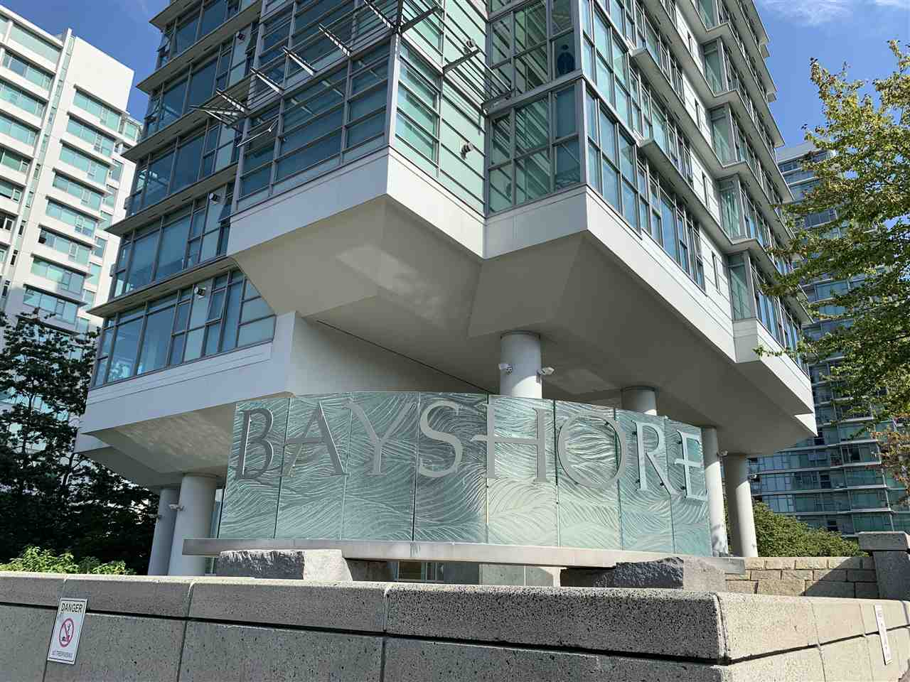 Rare opportunity!!! 1 bedroom at the Bayshore! Surrounded by natural beauty & views to the landscaped gardens, water features and cityscape. This Southeast corner jewel box - 877 sq ft. 1 bedroom, 1 bath plus den, 1 parking + storage locker, pied-a-terre is perfect for those individuals who are looking for privacy & discreet living while enjoying generous sized principles, room with black walnut hardwood floor & crown moulding. This full service building has a full-time concierge & lots of the guest parking all within walking distance to all of the conveniences and the best that Vancouver. has to offer - Stanley Park, the Sea Wall, shops, restaurants, cultural & O/D activities in the city. Pets & rentals are welcomed at your new principal residence or new investment site!