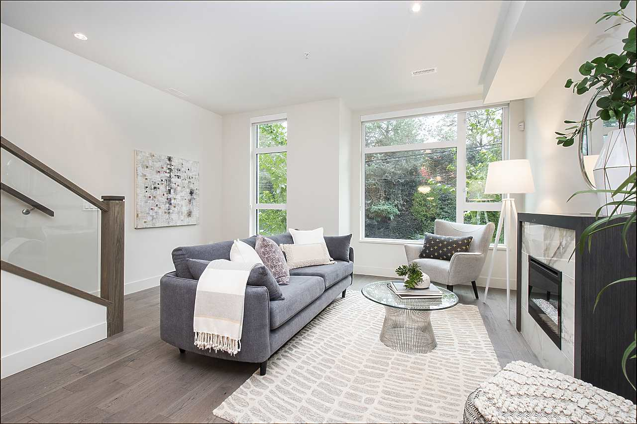 Perfectly Located Townhome, has detached home like feel. 2 parking spaces in parkade conveniently located at back door. DO NOT MISS this Spacious 4 Bed plus Den home. No details have been missed with air conditioning, hardwood floors, BOSCH appliances, Concrete construction. A hop, sick away from Oakridge Mall, Kerrisdale and many more restaurants and shops.   BOOK your showing today!