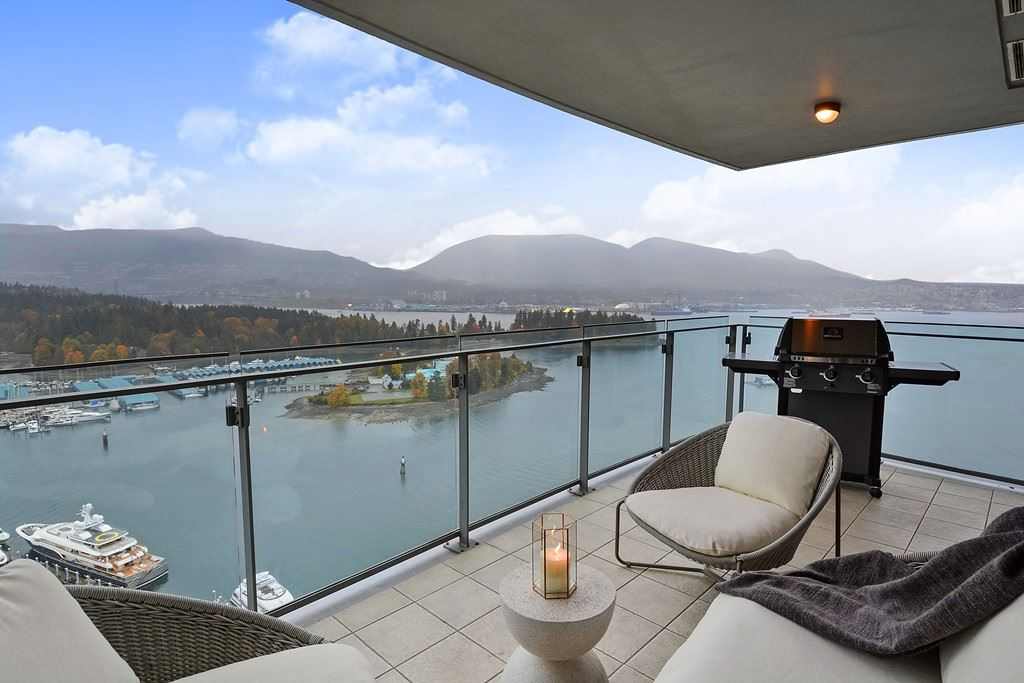 One of the most desirable waterfront properties in Vancouver. Three bedrooms, three bathrooms and three parking spots. Exceptional panoramic views of English Bay, Burrard Inlet, North Shore mtns. Steps away from Coal Harbour Marina, luxury shopping centers and some of our city's finest restaurants.