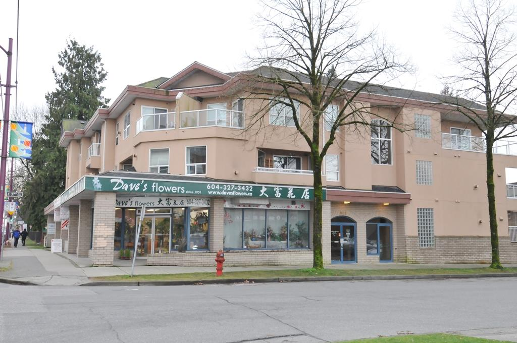 Great location on 37th Ave and Victoria in Vancouver. Brand new totally renovated, all brand new appliances. This bright and spacious 1 bedroom, 1 bath top floor corner unit features functional layout and gorgeous mountain views. 1 Parking and 1 Storage. And Insuite laundry . Excellent location. Walking distance to shops, restaurants, public transportation, park & schools. Great value and opportunity to own this nice Vancouver condo.
