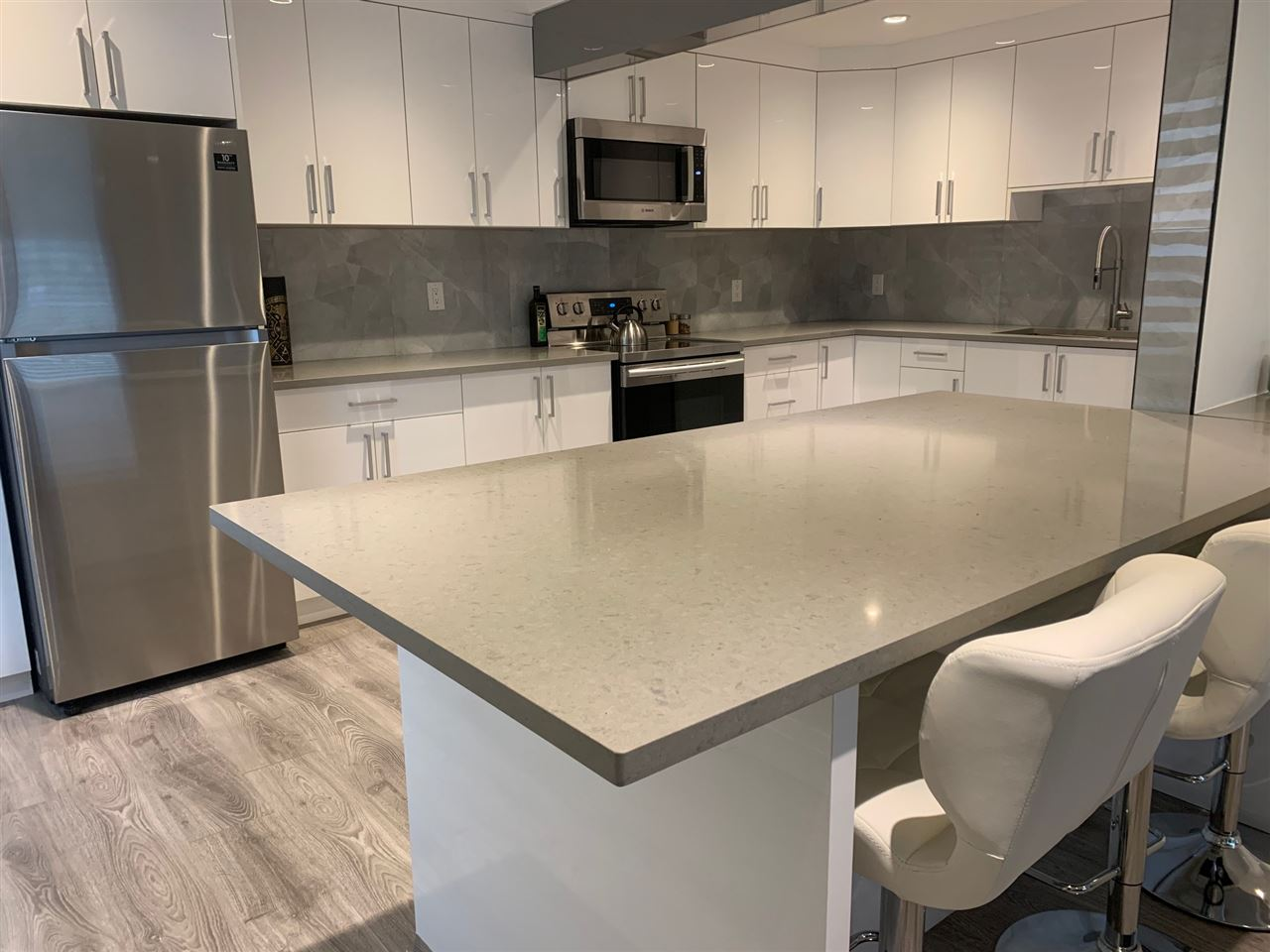 Check out this fully renovated END UNIT & GROUND FLOOR!!!  Its gorgeous & fells brand new and move in tomorrow! 2 bedrooms, master with a WI closet and huge window to let all the natural light in.  All new flooring in a modern light grey.  Kitchen is Stunning!!  Huge Island with all quartz countertops, SS appliances.  Great West facing patio with easy access in and out!  Central location and easy to view!  Call today!