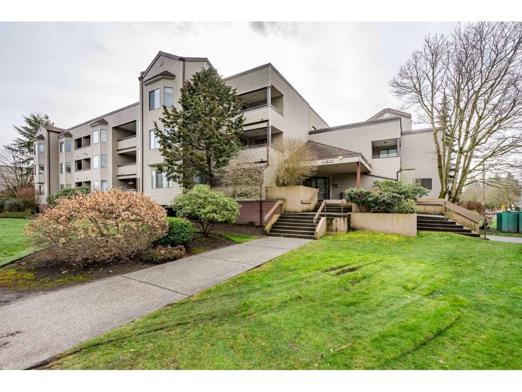 TOP FLOOR condo in Langley with a great tenant of 9 years. Nicely renovated in 2008. Balcony with a view, underground gated parkade and Strata insurance is covered in this building.