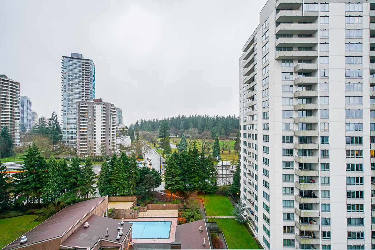 CENTRAL PARK PLACE. Well kept, 1 bedroom, 1 bath, 780 Sq. Ft. Corner unit with VIEW. The Spacious floor plan offers LARGE living room, dining area, balcony, kitchen, spotless bathroom and huge bedroom to fit king size bed. Renovations include newer cabinets and counters, modern paint, Stainless Steel appliances, 2 inch blinds and lighting. Enjoy the Spectacular 180 degree million dollar views of DOWNTOWN and CENTRAL PARK from your over sized balcony. Comes with 1 parking and storage locker. Amenities include outdoor pool, gym and tennis courts. Close to Skytrain, Metrotown, Rec center, parks and schools. Turn key investment for the first time buyer. This unit will surely impress. Call for your private tour.