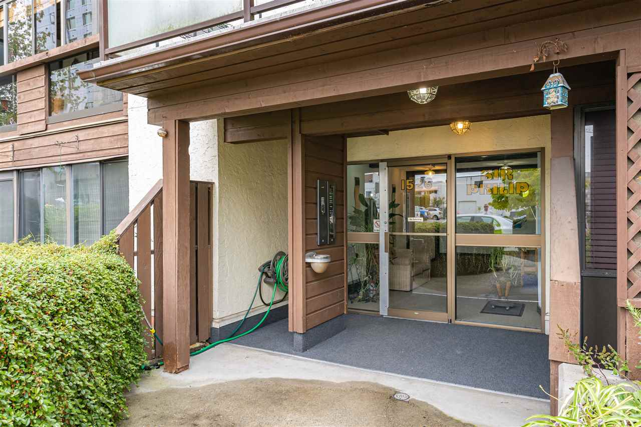 Welcome to sunny White Rock! Here's your opportunity to own a beautifully renovated, corner unit, mere minutes from the beach. You can't beat this location with shopping, restaurants, and walking trails all at your doorstep.  Bright unit, with lots of extra storage space. Enjoy the added bonus of being on the quiet side of the building. This is one of the only buildings in White Rock that is both kid and pet friendly (two cats, one dog - no height restrictions). No rentals, on-site caretaker, pro-active strata. Hot water and heat included in the Strata fee