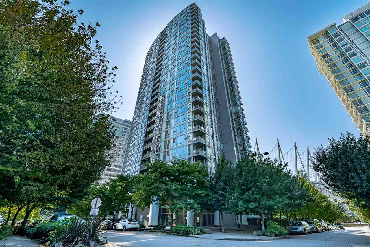 Welcome to desirable SPECTRUM by award winning CONCORD PACIFIC. One of the best floor plans in the building, 1 bedroom with solarium/den, balcony, large 8 x 4 storage room in the suite, insuite laundry. Prime location Walk score of 97. Steps to Skytrain, T&T, Costco, Rogers Arena, Parq and everything else. Move in ready or ready to rent out. Comes with 1 parking. Amazing amenities, indoor pool, sauna, steam room, gym, theater, lounge & concierge. Amazing views of BC Place, Rogers Arena!!! OPEN HOUSE SUN. OCT 11th 12:00 - 1:30pm