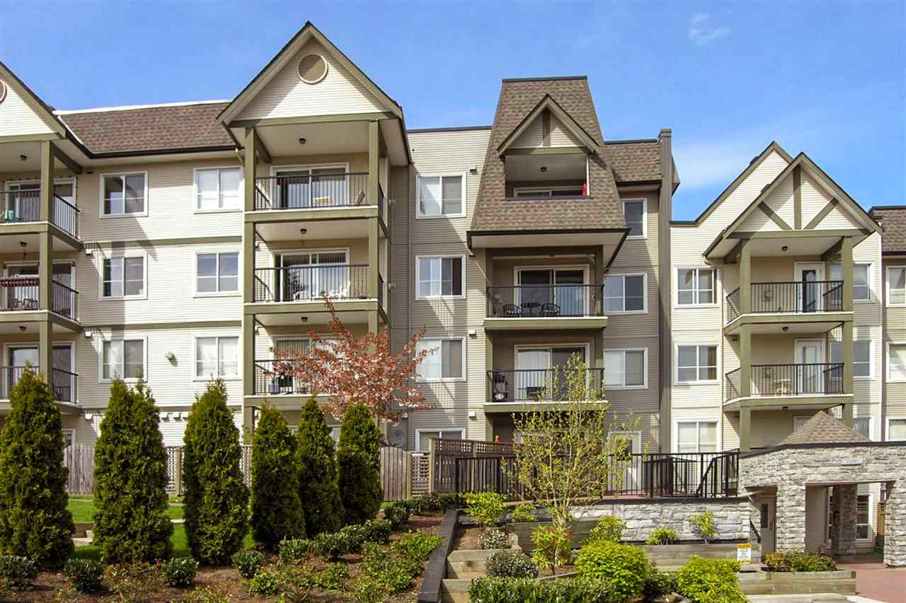 TAMARON - Fantastic opportunity to live in Queen Mary Park! Extra large one bedroom corner unit. Windows on 3 sides with one shared wall. Feels like a detached home! Bright, open floor plan allows for lots of natural light. This freshly painted home has been lovingly cared for. Large bedroom with windows on 2 sides. Spacious dining and living room with gas fireplace. Living room opens to patio. This unit comes with one parking stall and one storage locker. The building features a gym and guest suite.  Pets allowed (dogs up to 44 pounds). This home shows a 10 out of 10!
