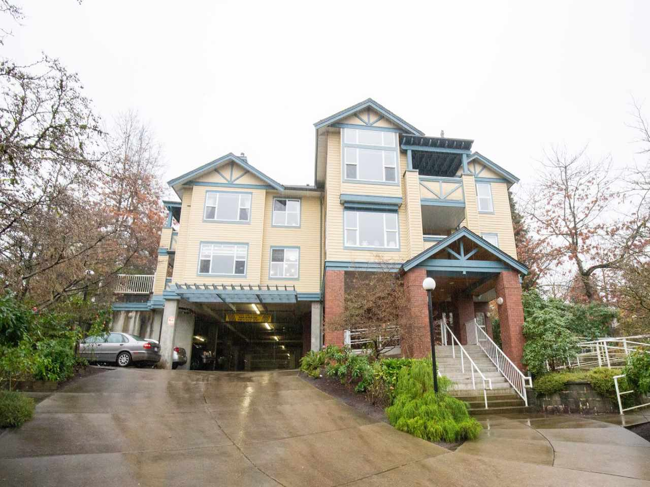 The Legends in the prestigious Oaklands / Deer Lake Park community. Top floor unit with extended height ceilings by the windows. This 1 bedroom home is a blank canvas with huge potential for a remodel. Low cost to ownership makes it perfect for a first time home buyer. Features include in-suite laundry, gas fireplace and 2 zone radiant in-floor heating. Strata fee includes heating, hot water and fireplace. 1 parking / 1 locker included. Walking distance to Deer Lake, Marlborough Elementary and Metrotown! Showings By Appointment Only.