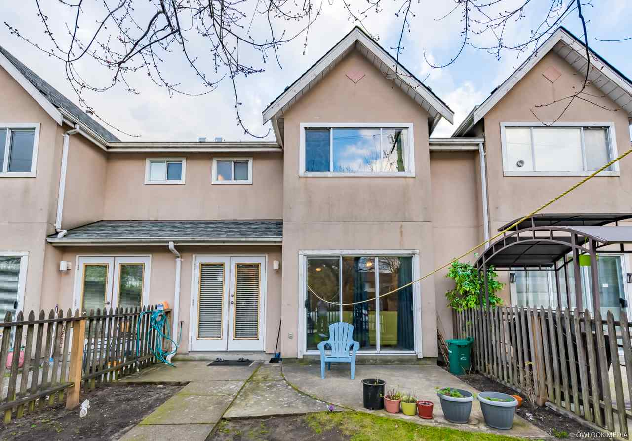 Rarely find two- level cozy townhouse in Richmond!Very solid and well kept 3 bedrooms townhouse on bridgeport area. Very spacious and clean. Recently renovated with brand new floor, newer kitchen. steps away from Cosco shopping center, Elementary School. Close to Walmart. Don't miss it.