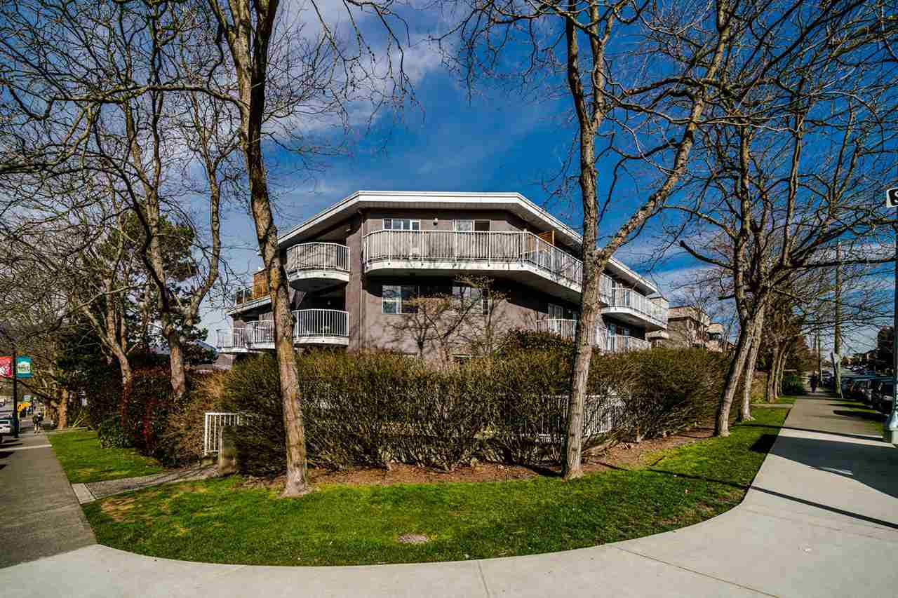 Great opportunity to own a one bedroom, one bath N.E. corner unit with wrap around patio. Located on a quiet, tree lined street, close to Pandora Park and only minutes to downtown. This condo is a move in ready, completely renovated with new kitchen and bathroom, new flooring throughout, stainless steel Samsung appliances, Kohler bathroom fixtures, soaker bath tub and in-floor bathroom heat. It features in-suite laundry and welcomes pets and rentals. Minutes from shopping and restaurants. Suite comes with one parking and one storage locker.