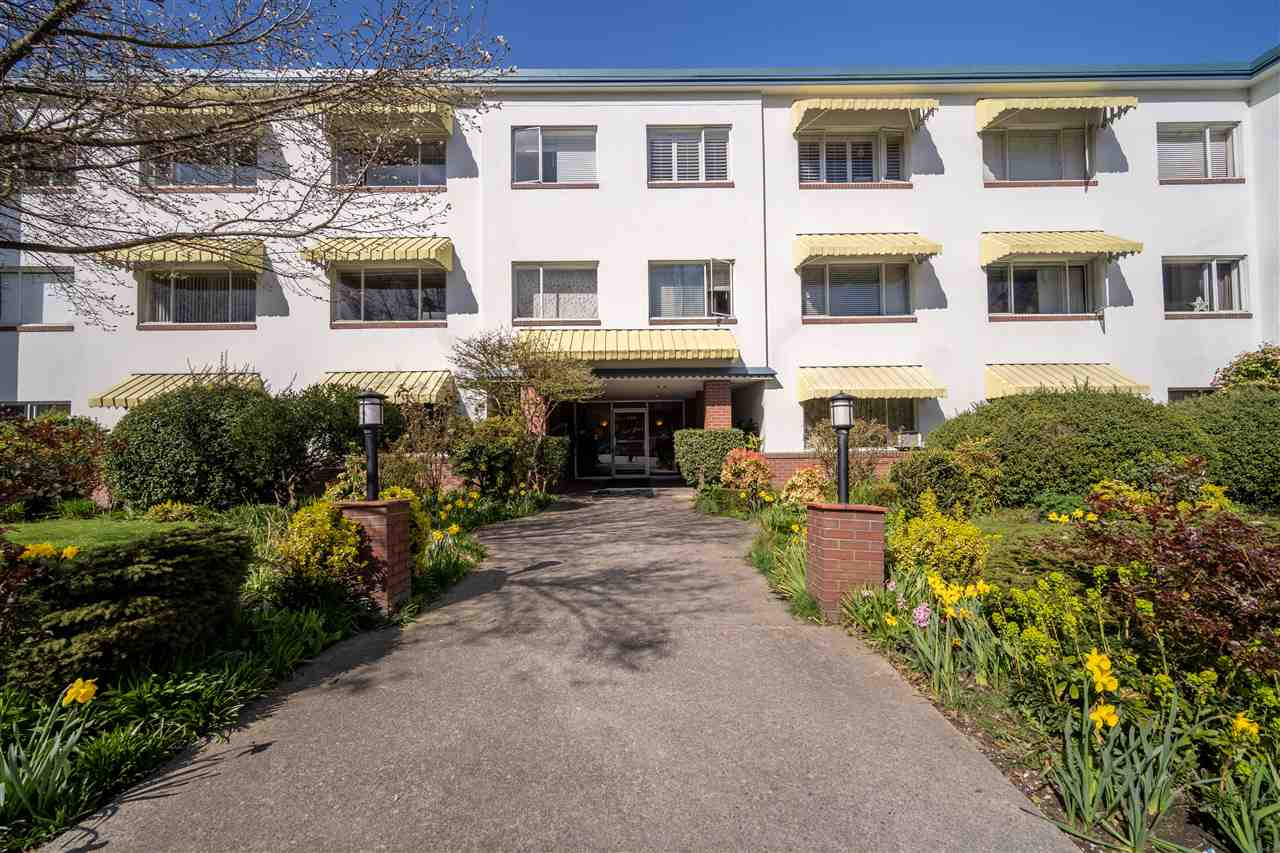 First-time home owner and Investor alert! Well maintained building. Bright and quiet 1 Bed unit with agreat functional layout. Prime and convenient- Only steps away from the Kitsilano Beach, coffee shops, restaurants and across the bridge from Downtown!