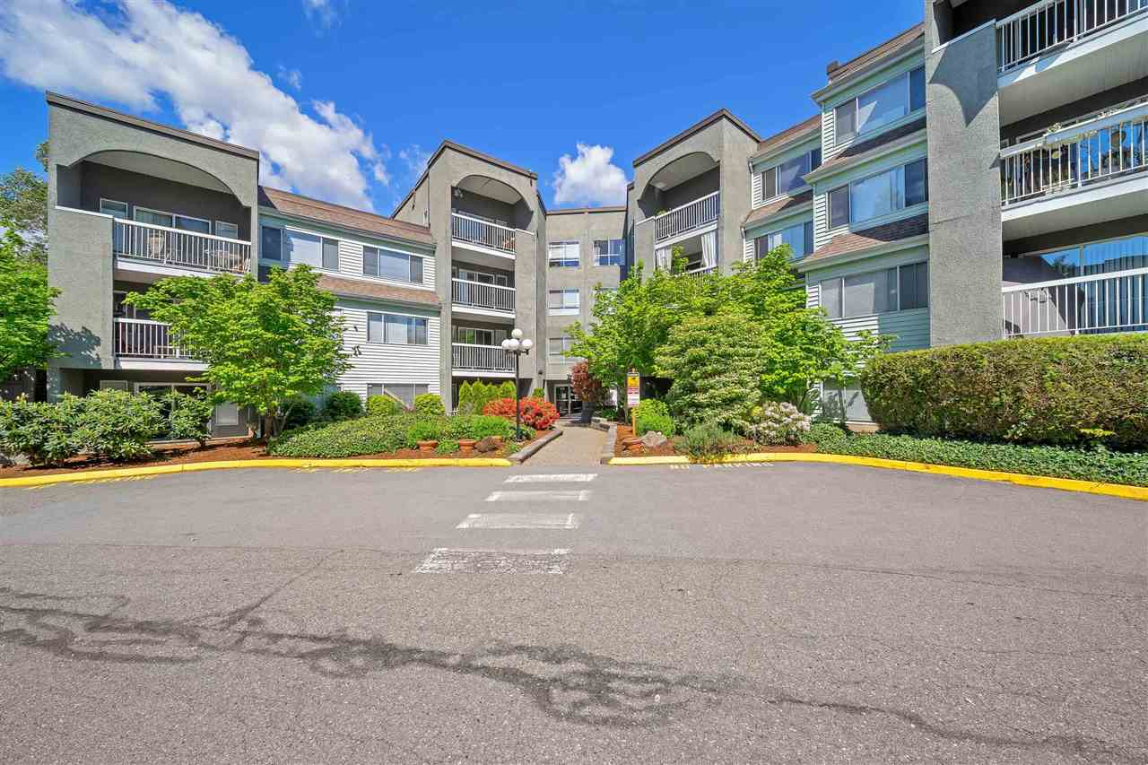 Attention investors and first time home buyers! Welcome to this beautifully renovated top floor unit at Langley Village. Live in one of the Best locations in Langley just minutes away from Willowbrook mall, banks, schools and parks. Take advantage of the growth from the future proposed skytrain. This fully renovated unit features high end cabinets with granite countertops, whirlpool waterjet bathtub, newer tiles, laminate flooring and park views from the balcony. Double sized locker and 1 parking included with tons of street parking. Rentals allowed!