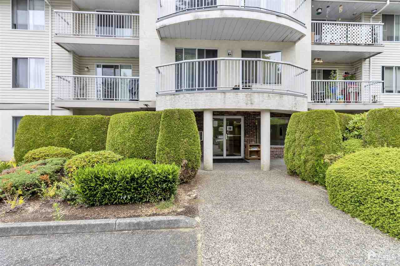 Attention Investors and First time buyers! This 1 bed 1 bath unit is perfect for a  starter home or for Investors. Great 1 bedroom unit that has had some updates in the past and has been cared for by its owners. In suite laundry. Excellent location just minutes to grocery, schools, restaurants and shopping! Don't miss this one!