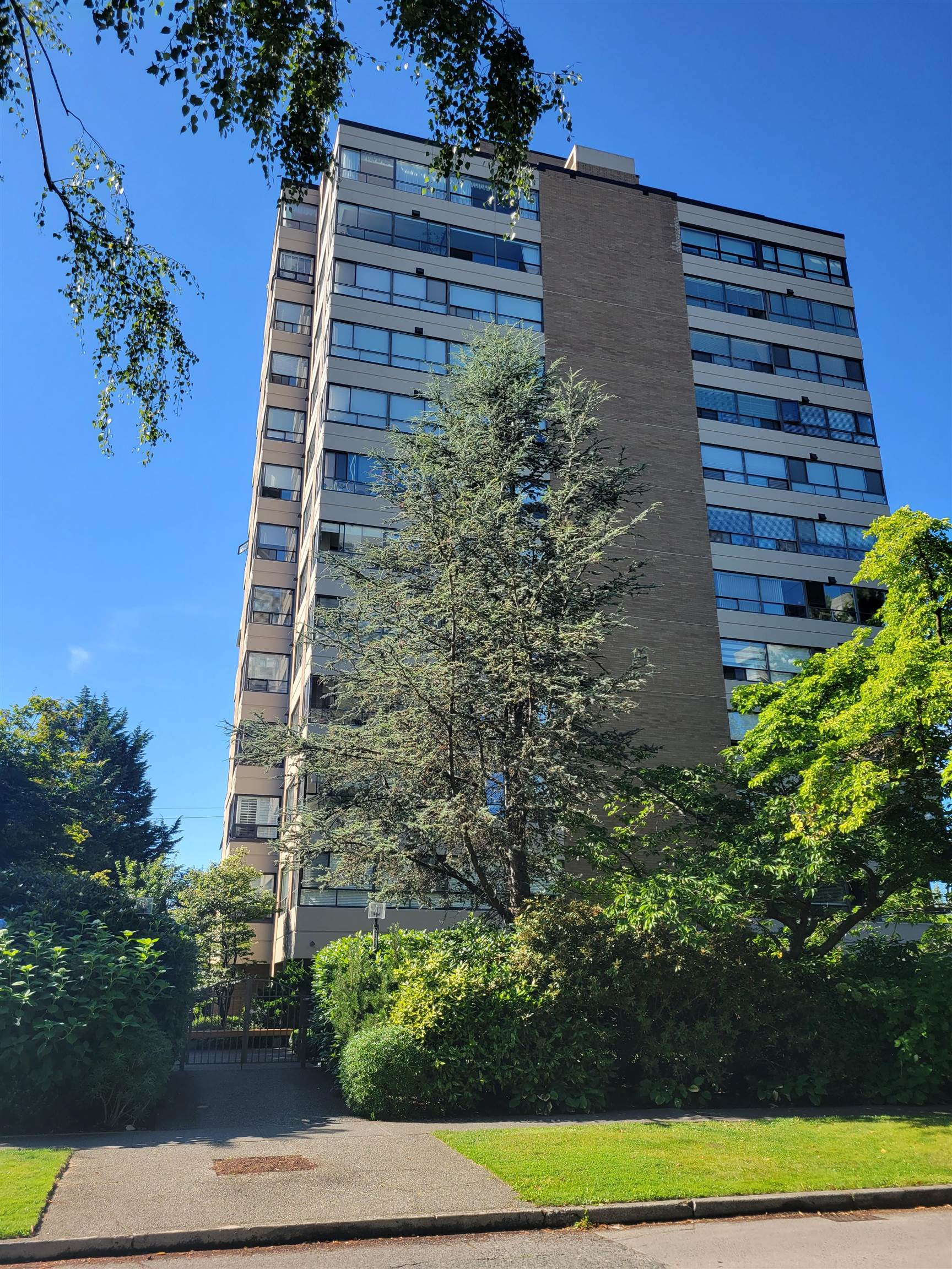 """Located in the most desirable Kerrisdale neighbourhood.  """"Wedgewood"""" is known for the spacious floor plan, designed to accommodate house-size furniture.  Great for downsize.  Only 2 units per floor.  This unit was updated with a newer kitchen, bathrooms and flooring.  Ample closets & storage.  Well maintained building with new roof, elevator modernized, re-piping, exterior wall re-painted.  Beautiful Garden for your quiet and private enjoyment.  Walking distance to Community Centre, library, schools, bus, shopping, restaurants, banks, etc. Virtual Tour:  https://youtu.be/LACWvuG1D0o"""