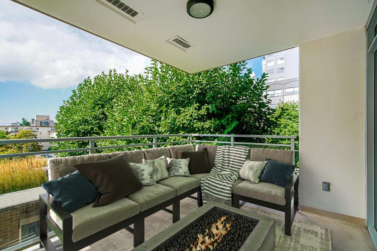 BOSA Built, The Viceroy located in Uptown is the most sought after address in New Westminster.  This spacious one bedroom is 656 sq ft and features gas cook top, S/S appliances, soft close cabinets and polished quartz counter-tops.  You'll be impressed with the  floor to ceiling windows and fall in love with your 200 sq ft COVERED balcony facing due west. You can't beat the fully equipped gym & outstanding common areas to entertain guests.  A farmers market right outside your door on Belmont every Saturday. Steps to Timmy's, Starbuck, London Drugs, and all amenities including transit, doctors, dentists and all service orientated businesses.  Virtually staged and ready to show!