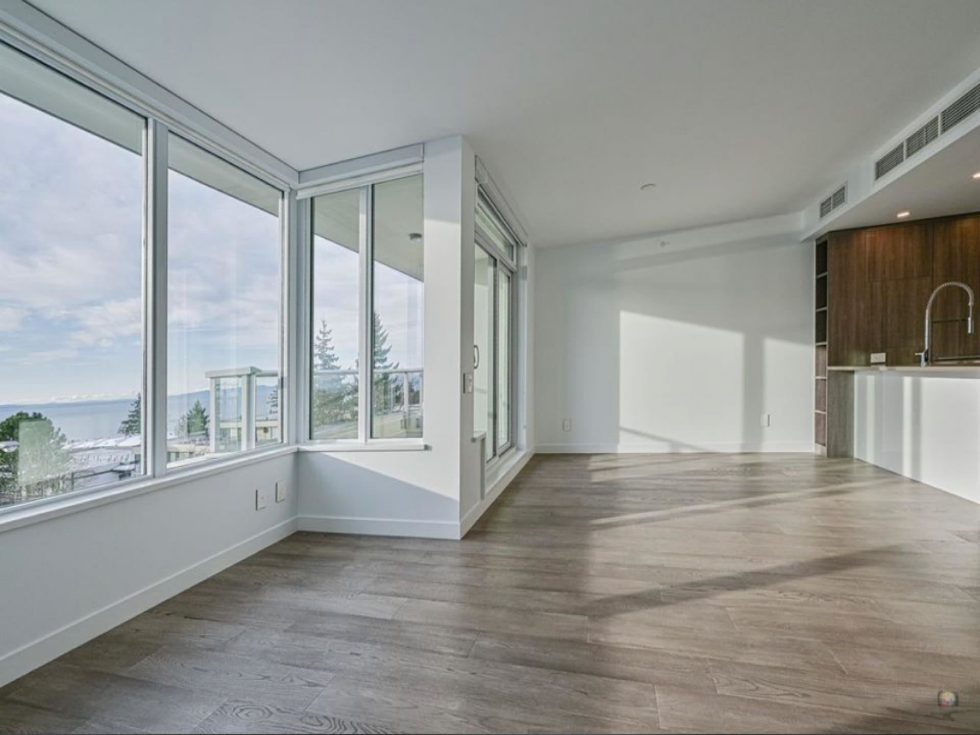 Unobstructed south facing ocean view concrete townhouse! Located on the slope of the Semiahmoo Peninsula looking down to the bay and short walking from the White Rock pier.Features NEST thermostat,air conditioning, HRV, imported Italian kitchens with porcelain Calacatta slab backsplashes and Bosch home appliances. Amenities include a 15,000 sqft rooftop terrace, outdoor pool & indoor Health Club. Two Parking stalls and one locker. Nearby schools are Semiahmoo Secondary and SouthRidge School( ranked top 5 in BC schools continuously).