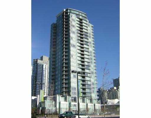 THE WATERFORD, this exclusive development located in the Beach Cr. neighborhood features central heating and air cond., overheight ceiling, membership to Club V iva, luxurious insuite finishings, stunning views to False Creek, David Lam Park