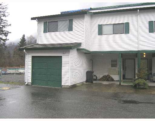 SPACIOUS END UNIT 3 BEDROOM TOWNHOUSE.  FENCED YARD WITH DECK AND HOT TUB.   REC ENTLY RENOVATED WITH NEW APPLIANCES.