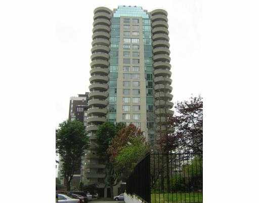 Renovator's alert! SE facing w/ city & False Creek view. Huge covered balcony fo r 4 season outdoor enjoyment w/ city & water view. Walk to English Bay, shopping , restaurants & new skytrain station.