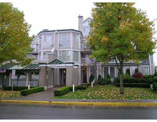 Super 2 bedroom and den with large deck overlooking courtyard. Desginer colours. Large kitchen , 2 full bathrooms. Great Pitt Meadows location...1164 Sq/Ft