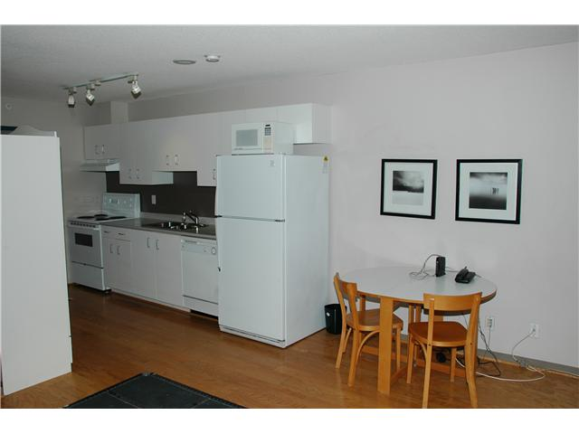 Studio suite equivalent to the 30th floor with city/water view. Great investment or starter suite, with insuite laundry. Rentals allowed. 1 parking spot included.