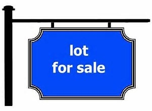 Large Building in lot in sought after West Maple Ridge. Zoned RS-1. 50 foot frontage building plans available. All services at lot line. Ideal for builder or to have your home built here, we have builders ready to help you.