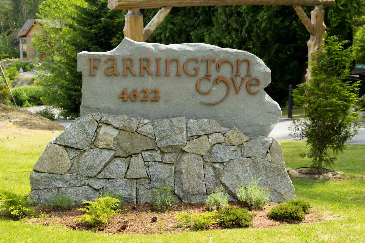 Looking for a great vacation location to build your dream get away. This is it. Located on a Cul de sac lot in Farrington Cove. A wonderful waterfront subdivision.  South facing development with a deep water moorage, marina and tennis courts. Ownership gives you the option to lease a boat slip in the Marina.You must check this out, it will be a great vacation get away for years to come.  Water and sewer not an issue available nearby. Imagine boating, fishing, kayaking and paddle boarding at your own place. Don't miss this great buy!