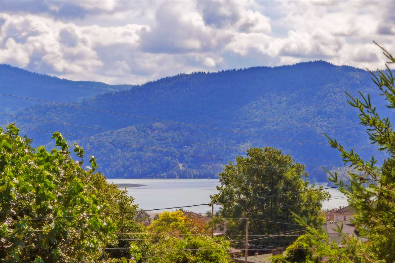 Fantastic 82x137 (11,000 +square foot lot) in prime Hatzic Bench! Sweeping views of Mt. Cheam & beyond. in fantastic neighbourhood in walking distance to elementary and middle schools, walking trails and just 10 minute drive to shopping and all other amenities.