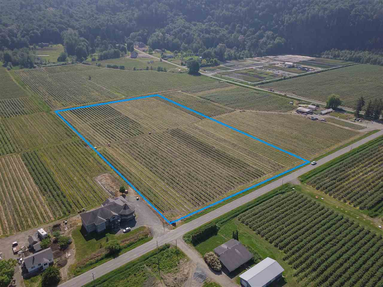 A good location to build your dream house on flat rectangular 10 acres. Lots of new homes on acerage built in this neighborhood. Income producing blueberry farm planted in Duke, Eilliot, Reka, and Blue crop. This property is less than 10 minutes drive from Abbotsford. Cross Roads are Hallert Rd & Beharrell Rd.