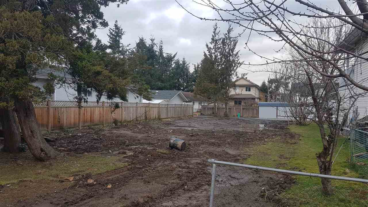 BUILDING LOT! Located in the quiet family friendly neighborhood of Huntingdon Village this lot is ready for you to build your customized home or build a spec. This property has back lane access great for a shop or garage and is located just minutes from HWY 1, Costco, Walmart, UFV and the border. Great location! Great price!