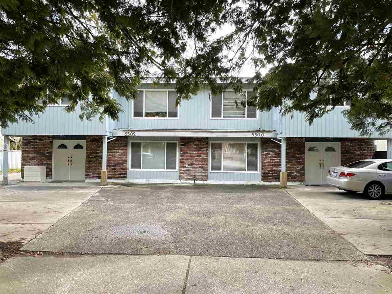 Duplex on 91 x 132 (12002 SF) Lot RD1 Zoned Fully updated 6000 SF living area, 12 bed, 5 den, 9 bath, 2+2 kitchens, 4 living, 2 family rooms, 2  laundry. South back yard, newer roof, vinyl windows, furnaces, paint hot water tanks, plumbing fixtures. Great potential.