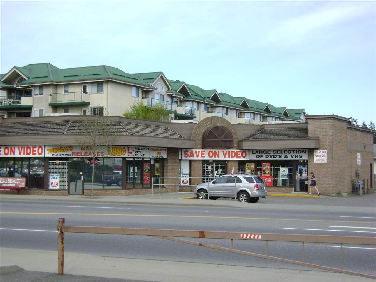 Looking for a high traffic location with great visibility?? This location is near the intersections of South Fraser Way and Clearbrook Road. Across the street from RBC, Coast Capital, KFC and She's Fit. 2261 Square feet offered at a competitive rate of $15.00 per square foot plus CAM. Located within the building is a Notary Public and a Hair Salon. Would make a good retail space or office for the right user. Call now for more information.