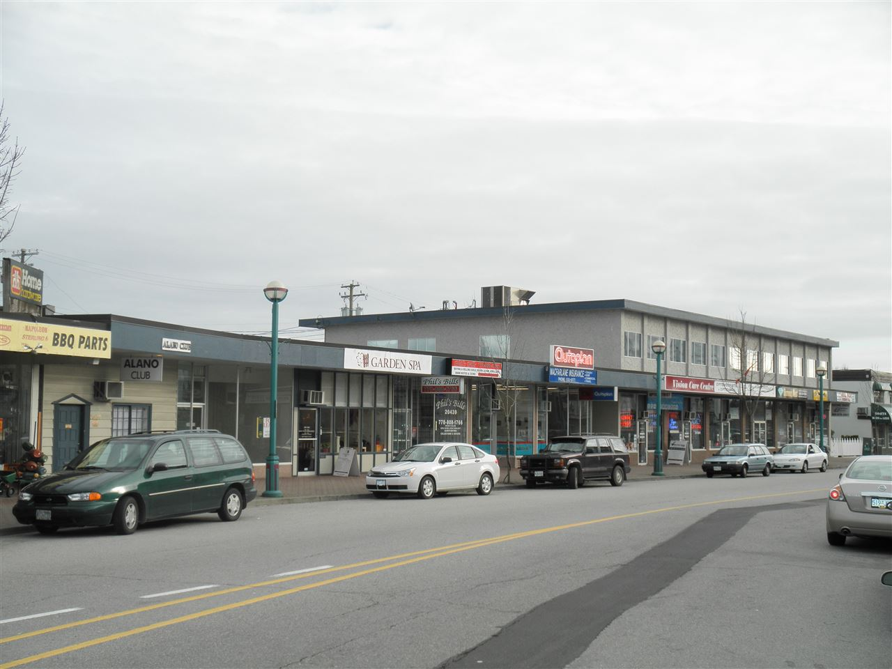 """FOR LEASE"" Commercial Retail Space with Store front & one washroom. C-1 Zoning. 885 SF, Base rent at $13/sf/annum, Additional rent at $6.26/sf/annum, includes 2 parking stalls."