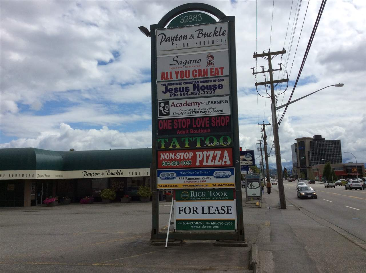 1100 - 3539 square feet in Leon Center South Fraser Way, Central Abbotsford. High traffic location across from Seven Oaks Mall. Lots of parking. This is a landmark location in Abbotsford. Watch your business grow at this location.