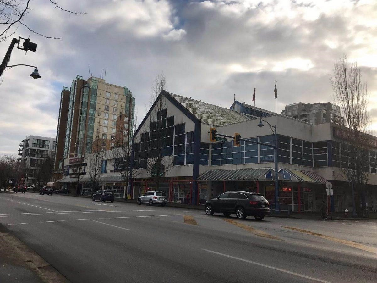 This retail space is at a central location in the Richmond Public Market. Excellent exposure right by the stairs. Many customers walk by this ground floor unit & the mall is surrounded by numerous high-rise towers with lots of potential for new businesses.