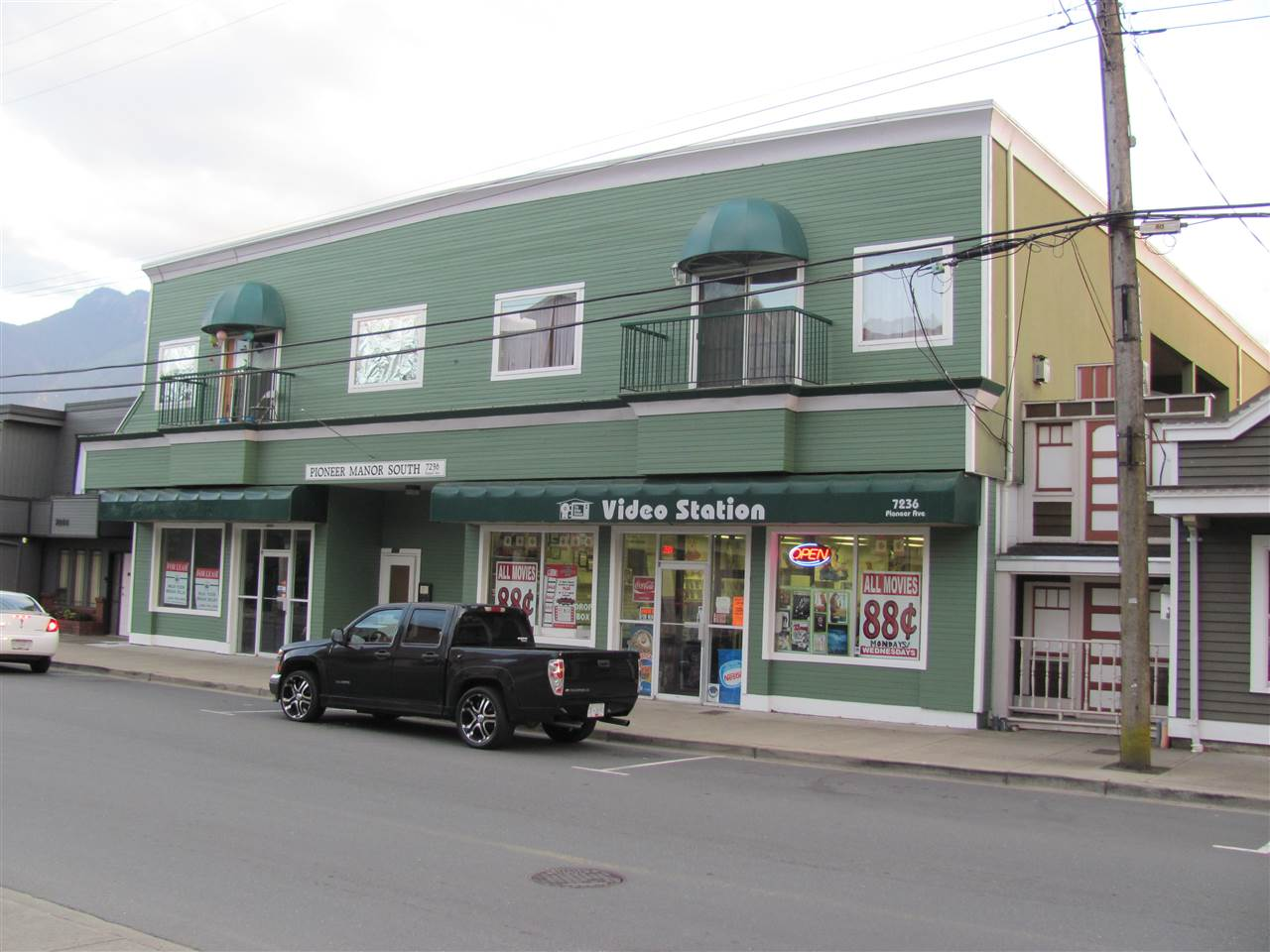 Available now is 1,035 sq. ft. on Pioneer Avenue in beautiful Agassiz, BC. Currently occupied by a computer store, would be an excellent space for an office, retail business or coffee shop. This space comes with one bathroom, a storage room and an office with a lot of open space for your own vision.