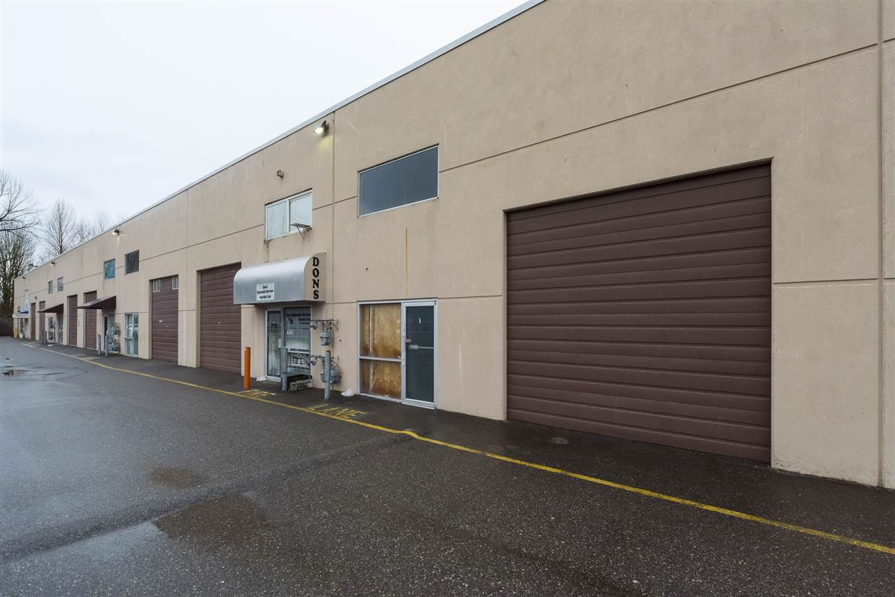 I2 zoned industrial space for sale! With a total of 2,007 sq.ft. of warehouse space, this concrete tiltup unit is the perfect space for running a business or use as storage space. Located in a secure, gated complex. 3 phase power, 18 ft ceilings, Wide 12' door! Priced to sell!
