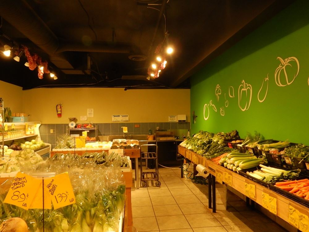 Well-established produce store in Royal Square Mall, just next to liquor store, Starbucks, & Safeway, with lots of parking. Right on the mall entrance location, excellent exposure and walking traffic. 15 years in business by the same owner. Upgrading and renovation done in 2014. Owner retiring, don't miss out.
