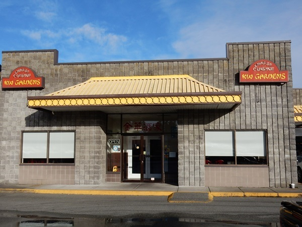 70-Seat Chinese restaurant in a small shopping plaza on King George & 24th Ave, South Surrey. Fully equipped big commercial kitchen, liquor license, and renovated dining room. Open evenings only, lots of delivery and pick up orders.