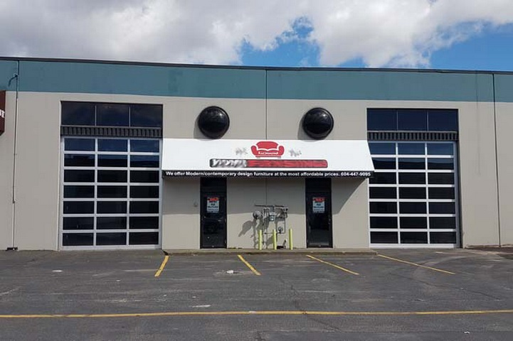 Hustling & bustling Bridgeport, rarely available IR1 zoned industrial 60? x 90? (5,404sq?) unit. Tilt-up construction. 19?8? clear ceiling. Two 10? x 14? glass overhead front loading door at grade. Perfect for office, education, studio, home improvement/ furnishing retail, warehouse sales, etc. Gross Rent : $11,135.62 (basic : $19.8/sf =$8,916.6 + NNN : $3.75/sf = $1,688.75 + GST : $530.27)