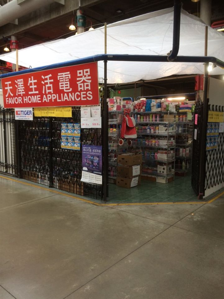 Central Location in Richmond (Richmond Public Market). Surrounded by numerous high-rise tower. 524 sq ft retail unit on ground floor . $2450+ GST. the unit is selling home hardware and small electrical appliances.