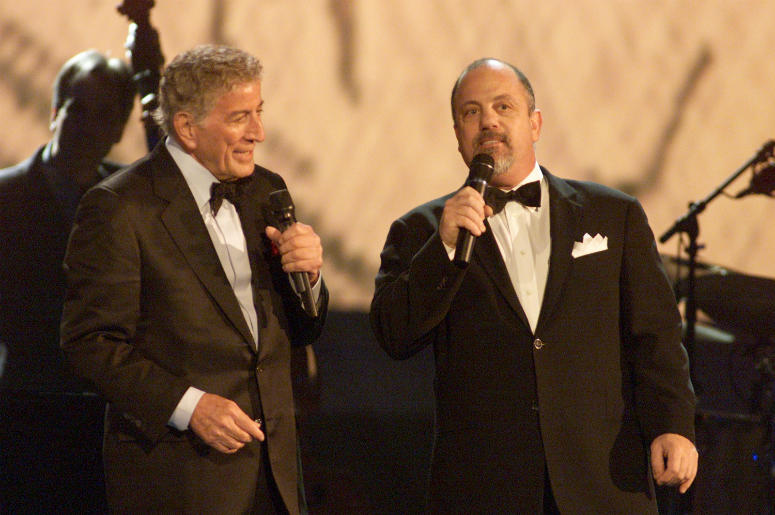 Tony Bennett (L) and Billy Joel (R) perform during the 44th Annual Grammy Awards