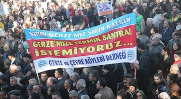 Protestors gather to take a stand against the proposed coal plant. Image via Bianet.