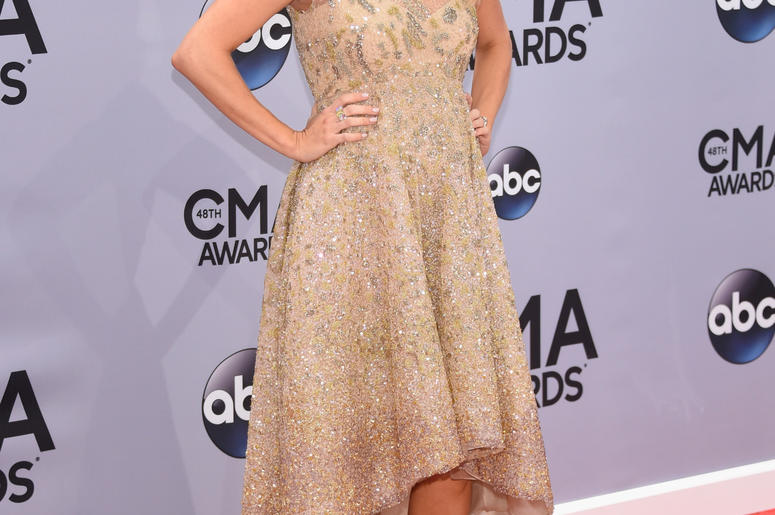 Pregnant Carrie Underwood at 2014 CMA Awards