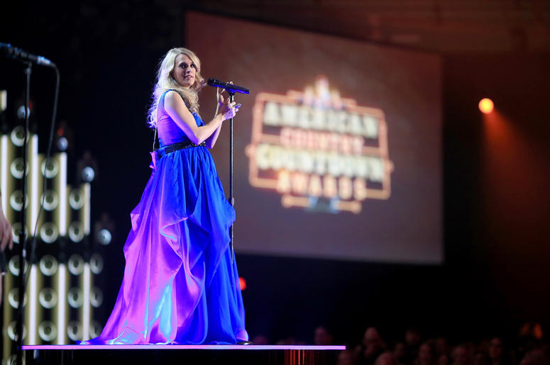 Pregnant Carrie Underwood performs at 2014 American Country Countdown Awards in Nashville