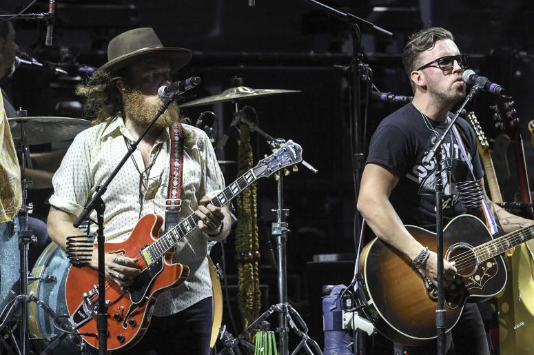 Brothers Osborne Performing